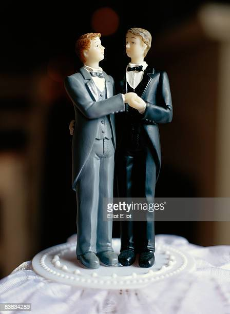 A gay bridal couple on a cake Sweden.