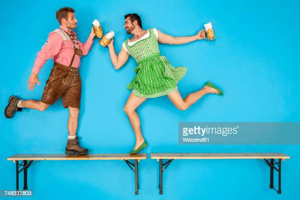 gay couple at the oktoberfest dancing on beer benches - cultura alemã - fotografias e filmes do acervo