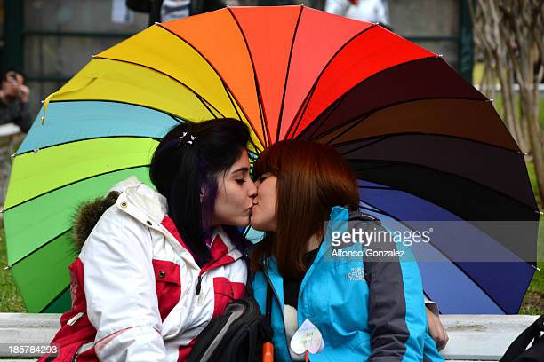 CONTENT] A gay couple kissing in a gay pride day demonstration