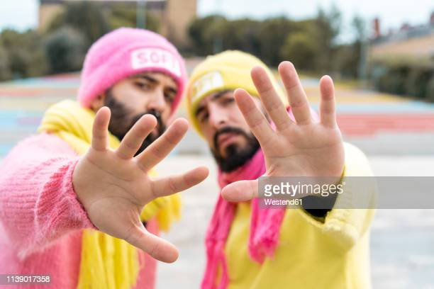 gay couple raising hands - union gay fotografías e imágenes de stock