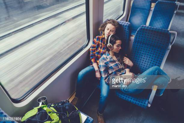 schwules paar auf reisen - eisenbahn stock-fotos und bilder