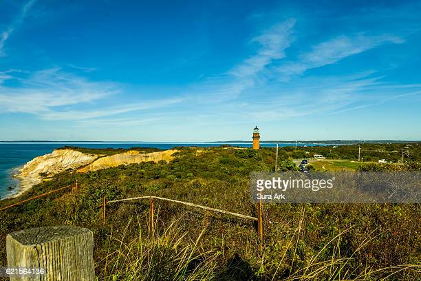 gay head lighthouse, aquinnah, martha's vineyard, massachusetts. - marthas vineyard stock pictures, royalty-free photos & images