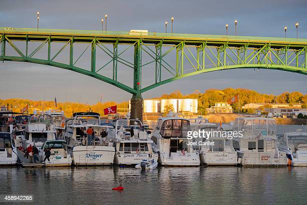 bridge and boats in knoxville tennessee - knoxville tennessee stock pictures, royalty-free photos & images