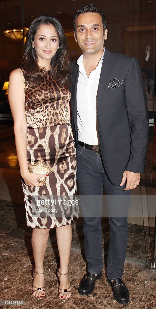 Gayatri Joshi with husband Vikas Oberoi at the 10th Wedding Anniversary Party of Akshay Kumar and Twinkle Khanna