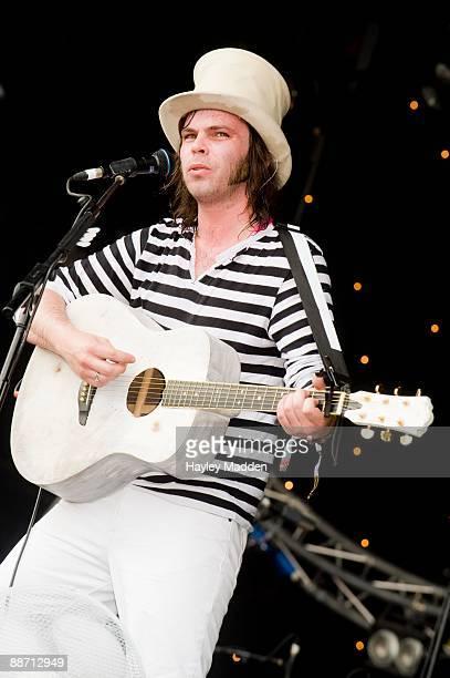 Gaz Coombes of Supergrass performs on The Park stage on day 2 of Glastonbury Festival at Worthy Farm on June 26, 2009 in Glastonbury, England.
