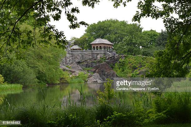 gazebo on rock formation by lake in central park - carolina fragapane stock pictures, royalty-free photos & images