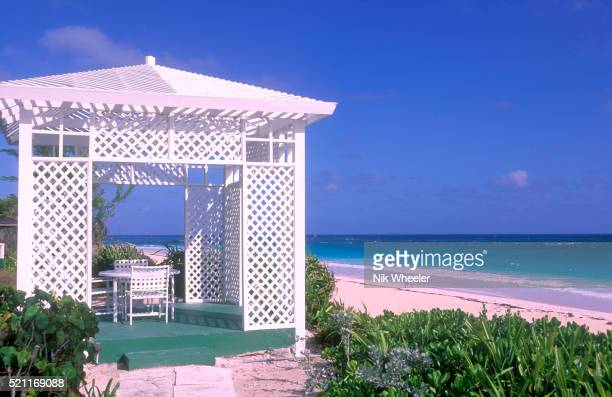 gazebo overlooking beach - ダンモアタウン ストックフォトと画像