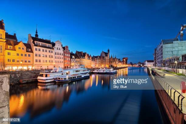 gdansk old town and motlawa river at night - motlawa river stock pictures, royalty-free photos & images