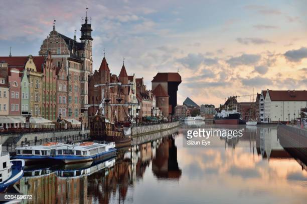 gdansk old townhouses along the motlawa river in the early morning glow, poland. - gdansk stock pictures, royalty-free photos & images