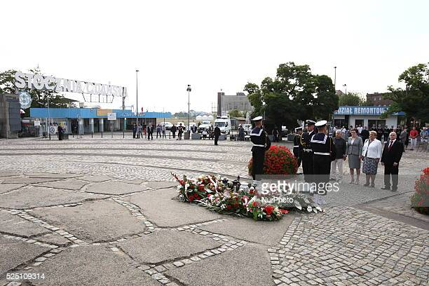 Gdansk Poland 31st August 2015 Prime Minister Ewa Kopacz Bogdan Borusewicz and former Solidarity Movement leader Henryka Krzywonos laid flowers under...