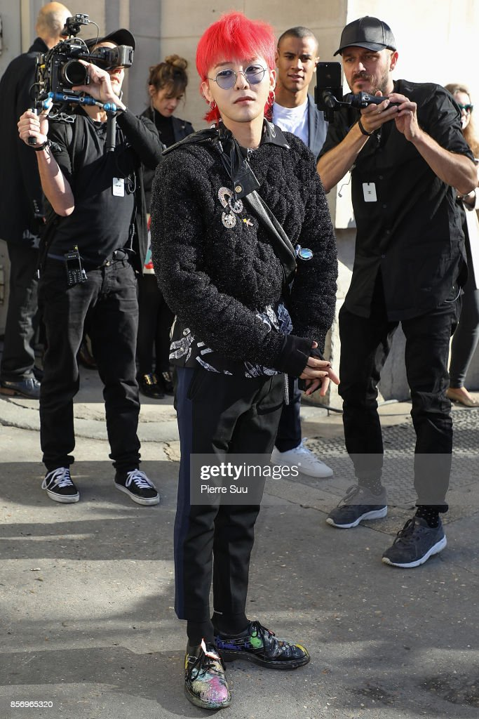 G-Dragon arrives at the Chanel show as part of the Paris Fashion Week Womenswear Spring/Summer 2018 on October 3, 2017 in Paris, France.