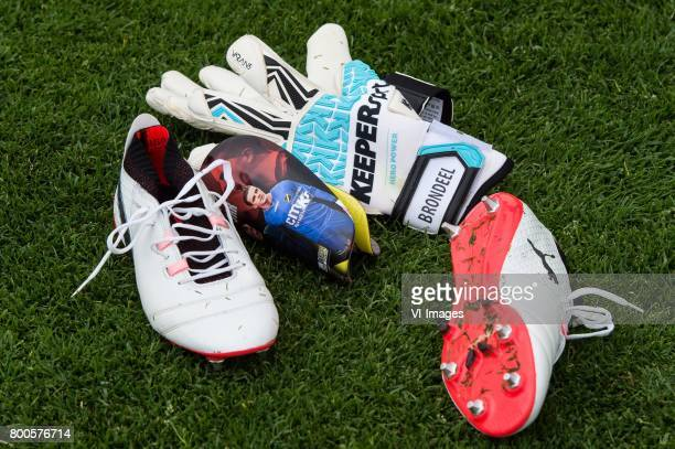 gear of Goalkeeper Jorn Brondeel of FC Twenteduring a training session at Trainingscentrum Hengelo on June 24 2017 in Hengelo The Netherlands