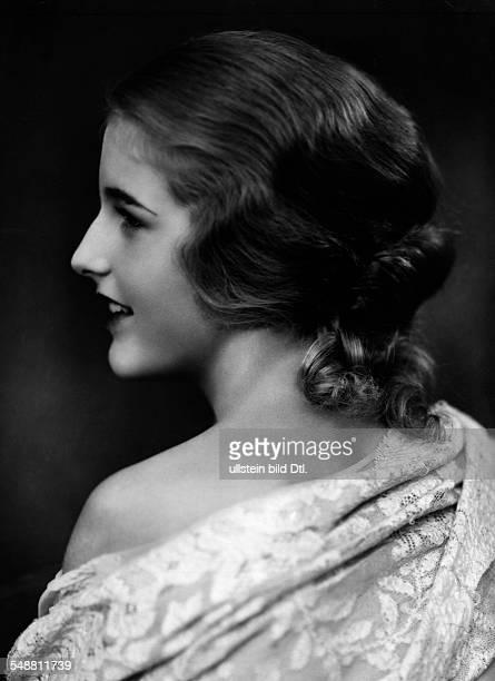 Geb. Baronesse von Freyberg als Filmschauspielerin Pseudonym Daisy d'Ora Miss Germany 1931 - Portrait im Profil - 1929