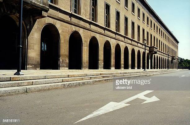 """Gebäude des ehem. """"Gauforum"""" - Juli 1999"""