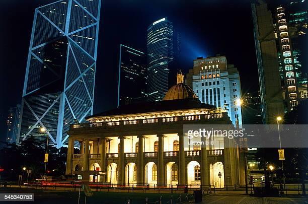 Gebäude des Legislative Councilinmitten der Wolkenkratzer auf HK Island 1997