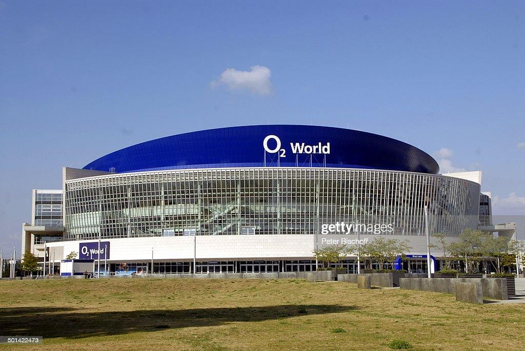 """Gebäude von """"O2 World"""", Friedrichshain, Berlin, Deutschland, Europa, Halle, Logo, Re : News Photo"""