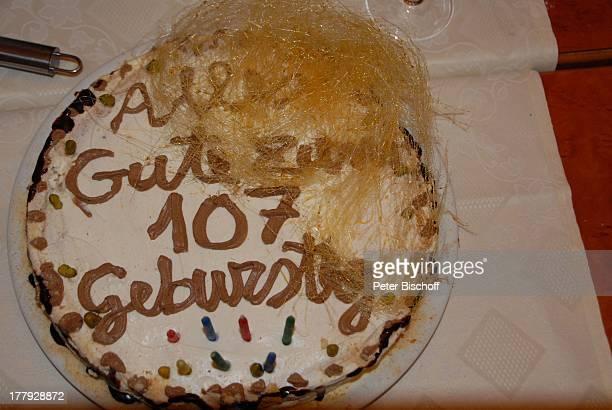 Geburtstagtorte von J o h a n n e e s H e e s t e r s Feier in den 107 Geburtstag von J o h a n n es H e e s t e r s am 512 italienisches Restaurant...