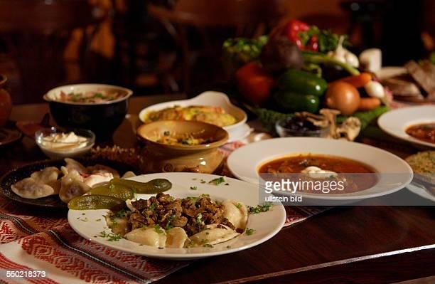 Gedeckter Tisch im russischen Restaurant Voland in Berlin Wareniki und Borschtsch