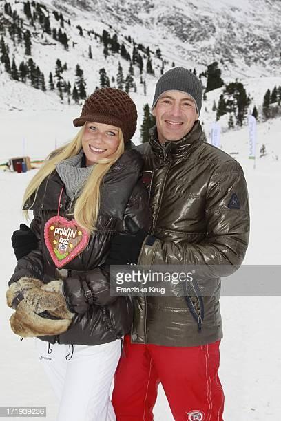Gedeon Burkhard Mit Freundin Anika Bormann Am Tag 3 Des Rennens Beim Tirol Cross Mountain 2011 In Kühtai