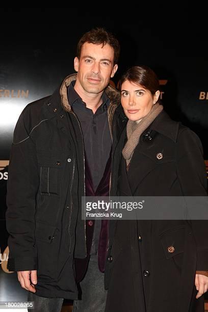 Gedeon Burkhard Und Francesca Bei Der 007 Ein Quantum Trost Premiere Im Cinestar Am Potsdamer Platz In Berlin