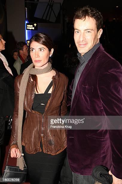 Gedeon Burkhard Und Francesca Nach Der 007 Ein Quantum Trost Premiere Im Cinestar Am Potsdamer Platz In Berlin Am 031108