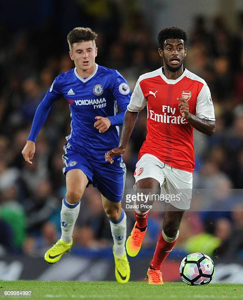 Gedion Zelalem of Arsenal takes on Mason Mount of Chelsea during the match between Chelsea U23 and Arsenal U23 at Stamford Bridge on September 23...