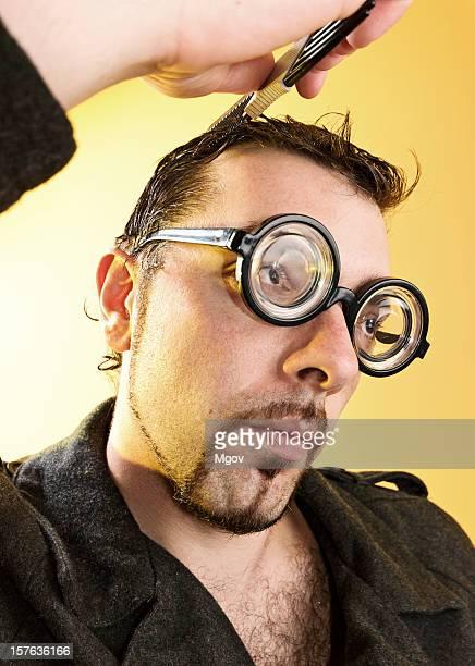 Croma com óculos.