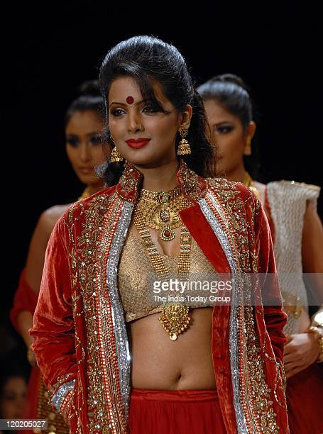 Geeta Basra walks the ramp displaying the jewellery of Sangam Chains at The India International Jewellery Week on July 31 Mumbai