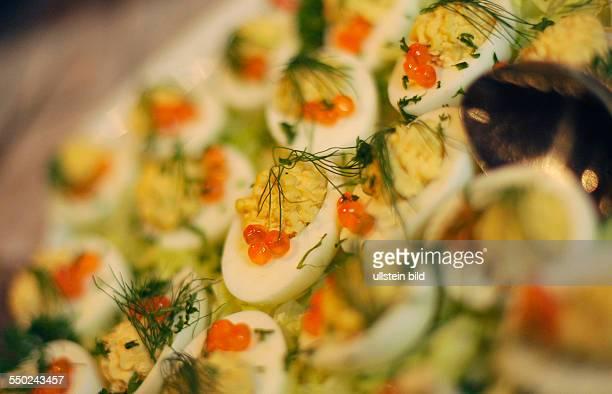 Gefüllte Eier Traditionelle russische Vorspeisen im Russischen Restaurant VOLAND in Berlin Lachskaviar mit Ei