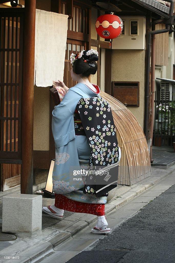 Geiko entering the teahouse in Gion : Stock Photo