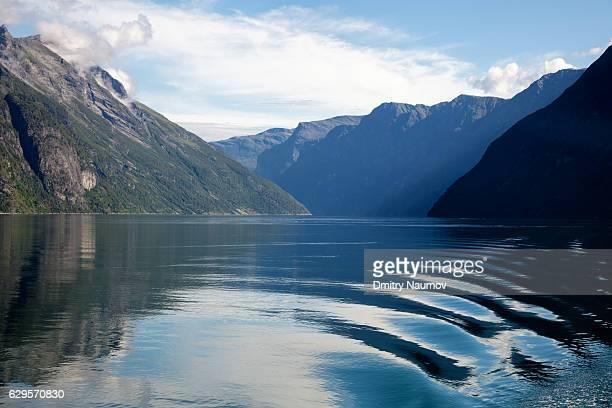 geirangerfjord, more og romsdal, norway - weite landschaft stock-fotos und bilder