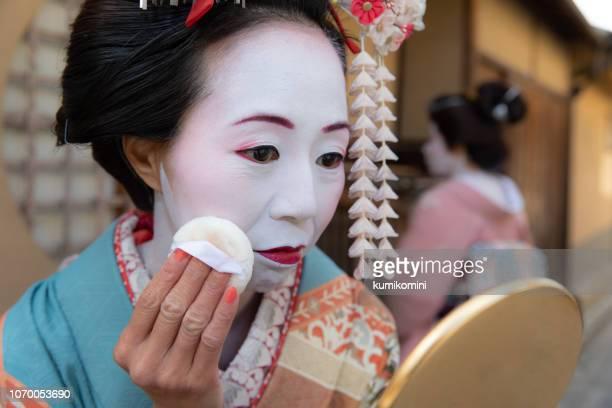 京都の芸妓 - 舞台化粧 ストックフォトと画像