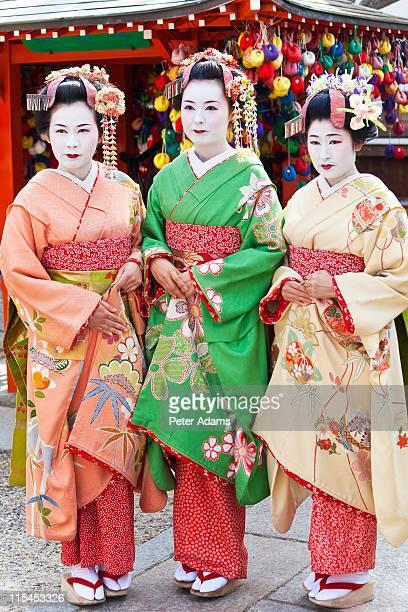 geisha, kyoto, japan - peter adams stock pictures, royalty-free photos & images