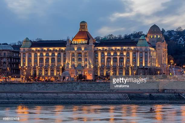 Gellert Hotel in Budapest in der Dämmerung