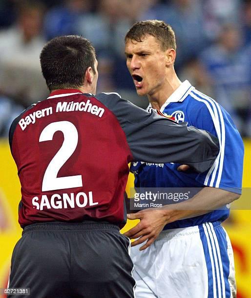 1 BUNDESLIGA 01/02 Gelsenkirchen FC SCHALKE 04 FC BAYERN MUENCHEN 51 Willy SAGNOL/BAYERN Ebbe SAND/SCHALKE