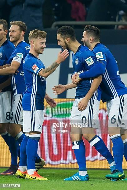 Gelsenkirchen Germany 1 Bundesliga 10 Spieltag FC Schalke 04 SV Werder Bremen Max Meyer Nabil Bentaleb und Sead Kolasinac jubeln nach den treffer zum...