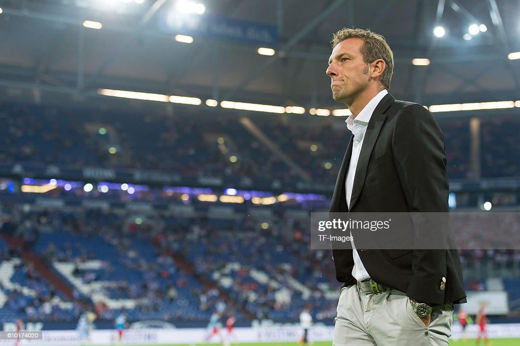1.BL: FC Schalke 04 - 1.FC Koeln : ニュース写真