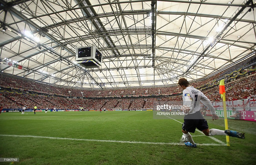 English midfielder David Beckham shoots a corner kick during the World Cup 2006 quarter final football game England vs. Portugal, 01 July 2006 at Gelsenkirchen stadium.