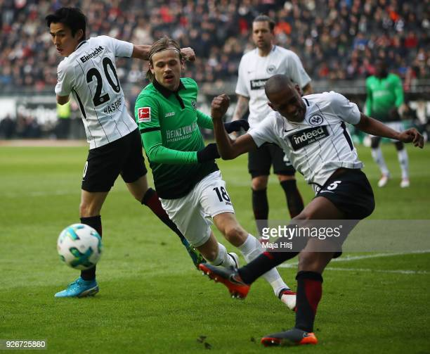 Gelson Fernandes of Frankfurt shoots the ball during the Bundesliga match between Eintracht Frankfurt and Hannover 96 at CommerzbankArena on March 3...