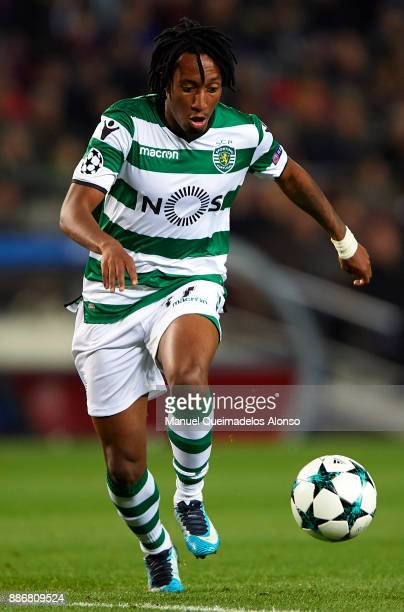 Gelson Martins of Sporting CP runs with the ball during the UEFA Champions League group D match between FC Barcelona and Sporting CP at Camp Nou on...