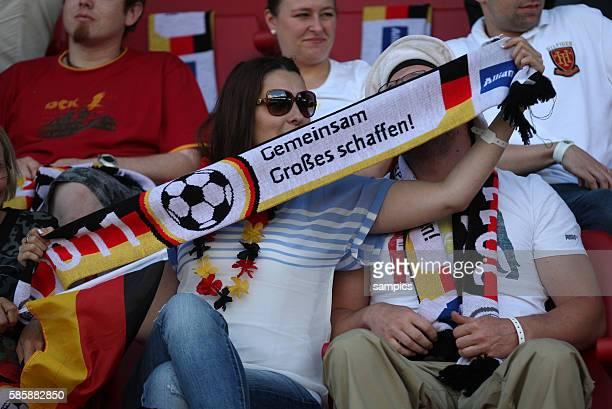 Gemeinsam Grosses Schaffen Fan mit Schal Frauenfussball Länderspiel Deutschland Nordkorea Korea DVR 20 am 21 5 2011