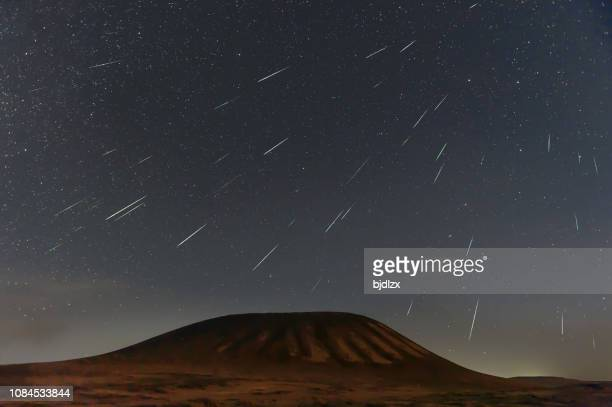 geminid meteor shower 2018 over ulanhada volcano, inner mongolia, china - stella cometa foto e immagini stock