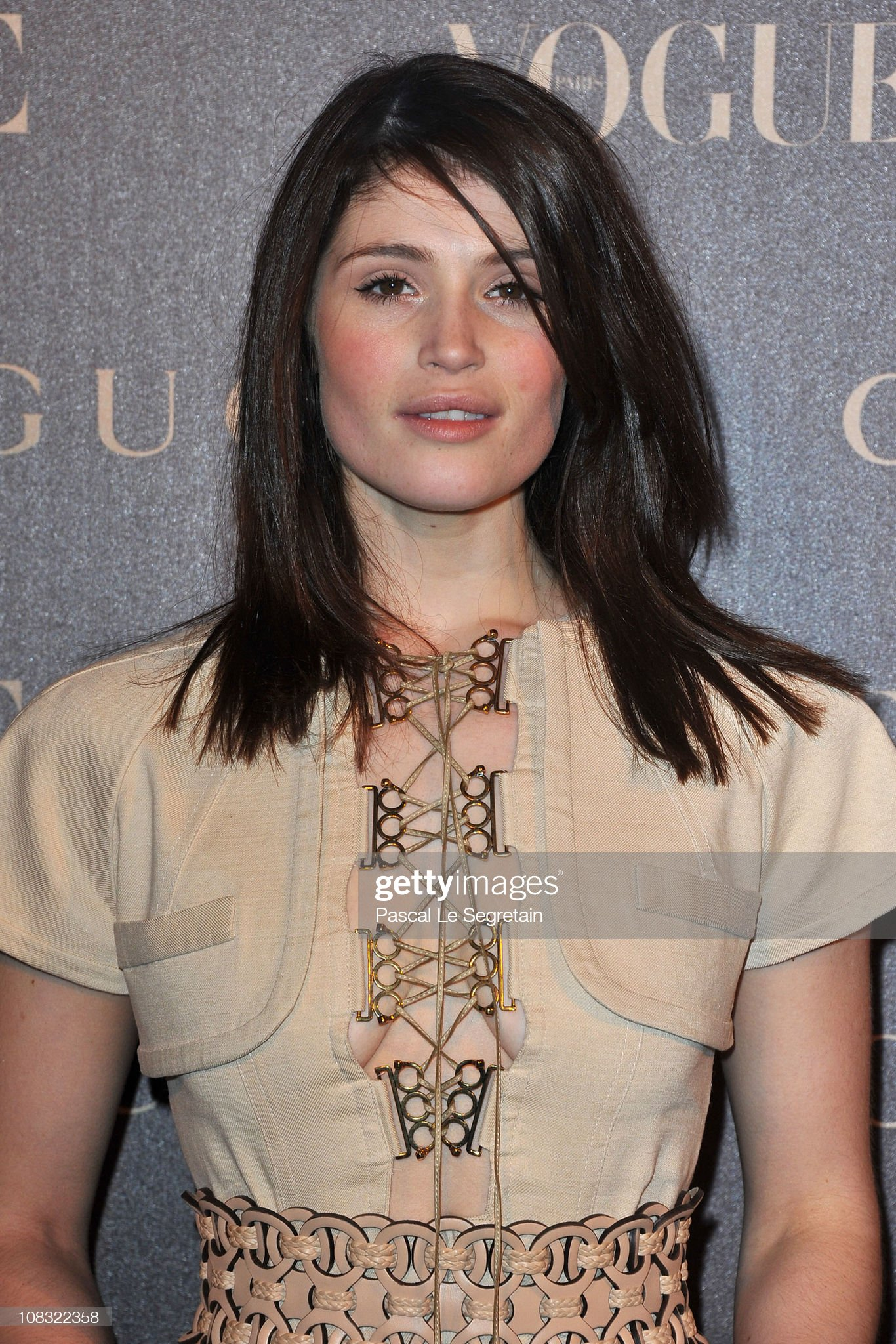 gemma-arterton-attends-vogue-paris-dinner-hosted-by-carine-roitfeld-picture-id108322358