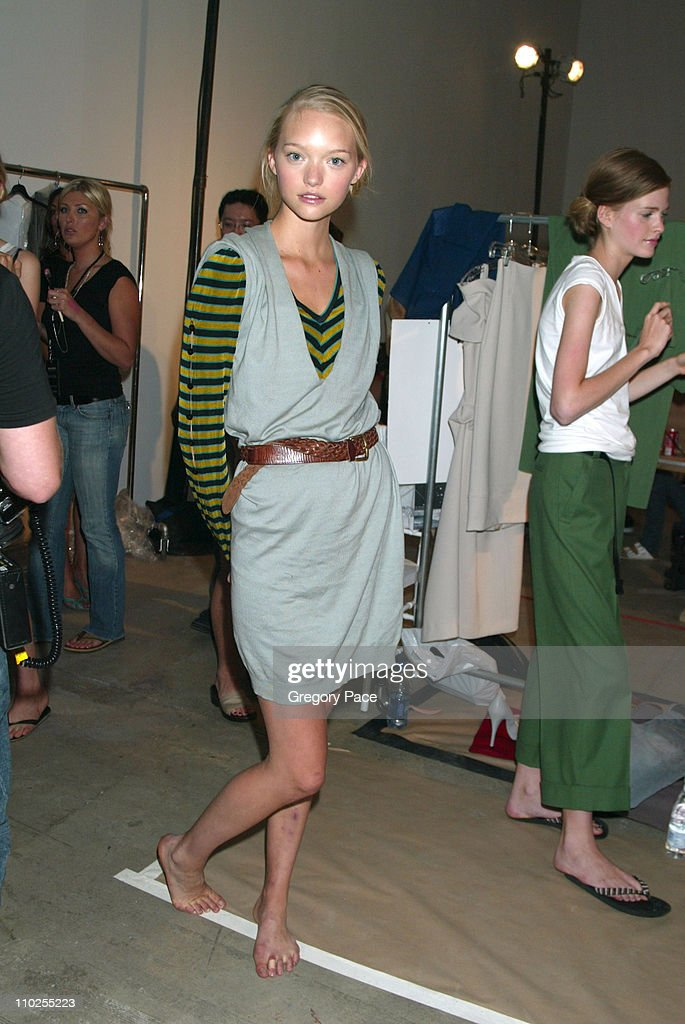 Olympus Fashion Week Spring 2006 - Roland Mouret - Sponsored by Motorola - Front Row and Backstage : News Photo