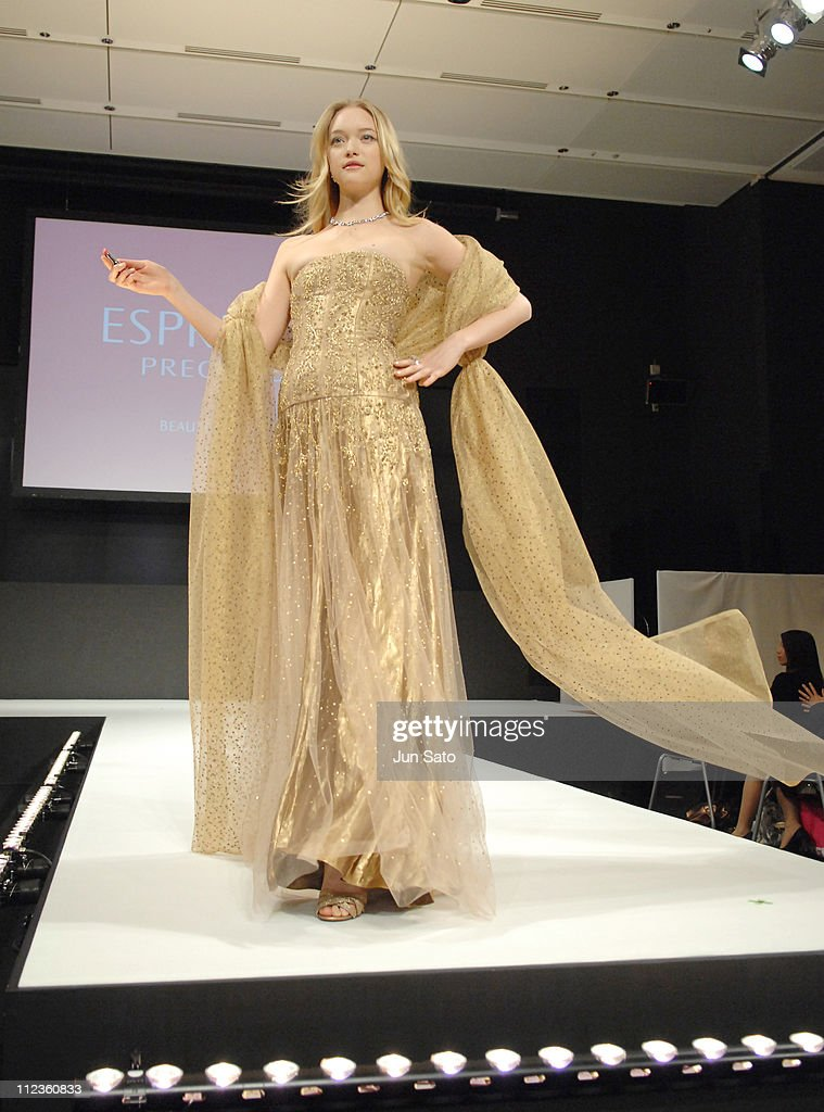 "Kose Launches New Make-up ""Esprique Precious"" - Runway Featuring Gemma Ward : News Photo"