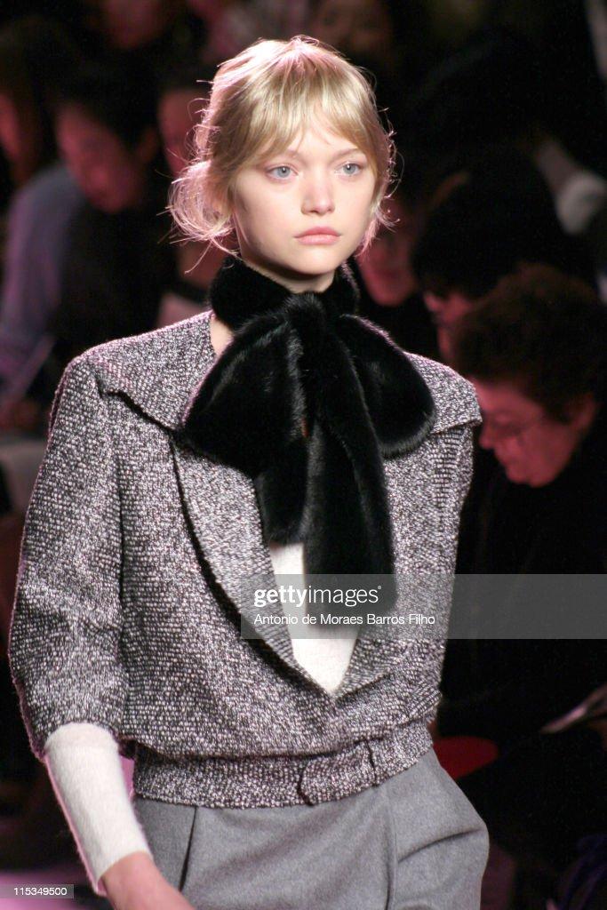 Paris Fashion Week - Autumn/Winter 2006 - Ready to Wear - Yves Saint Laurent - Runway : News Photo