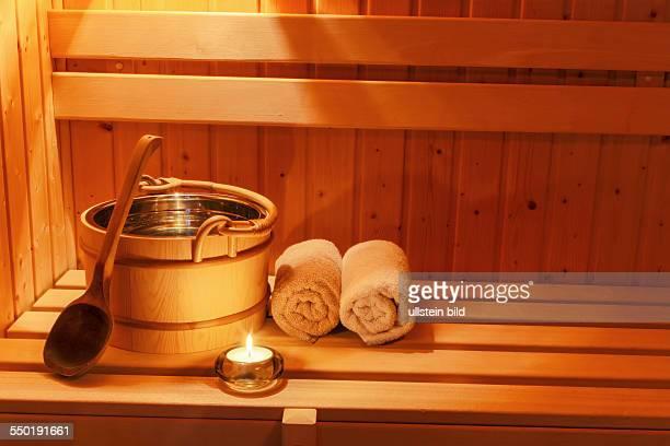 Gemütliche Athmosphäre in der Saune in einem Spa Bereich eines Wellness Hotels Erholung und Relaxen vom Alltag