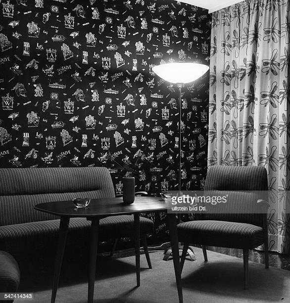 gemusterte Tapete mit Sitzecke 1956