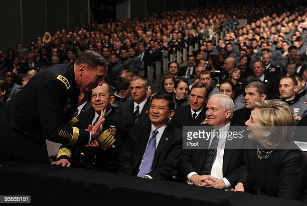 Gen David Petraeus chats with Chairman of the Joint Chiefs of Staff Adm Michael Mullen Secretary of Veterans Affairs Gen Eric Shinseki Secretary of...