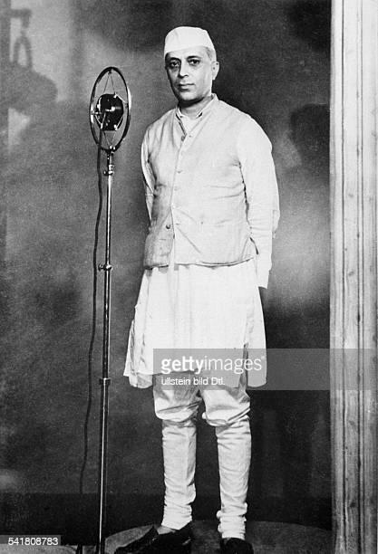 gen `Pandit' Nehru14111889 Politiker Indien am Mikrophon oJ